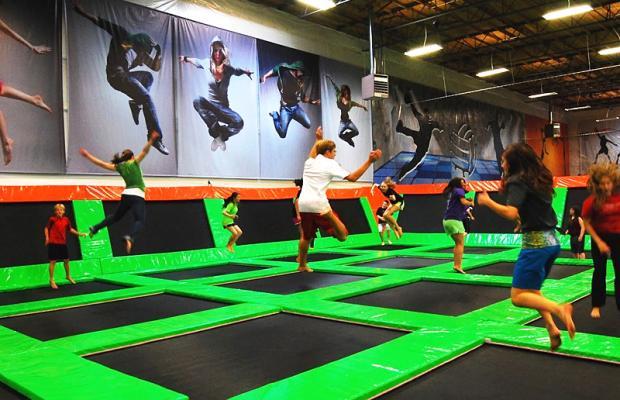 8f98c858e Mês das férias chegou e com ele uma surpreendente programação do maior e  incrível parque de trampolins indoor do Brasil – Jump Mania no Center  Shopping em ...